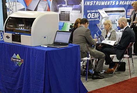 Изображение сверху: Автоматический двухпланшетный анализатор для ИФА и ИХЛА ChemWell 2 от Awareness Technology